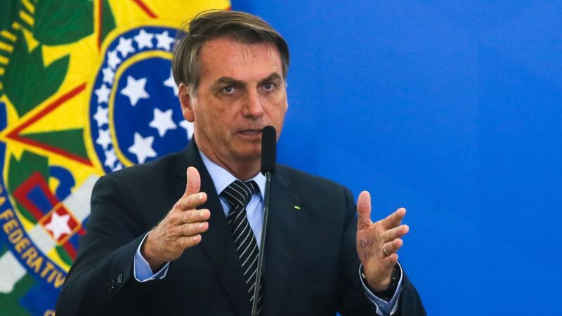 Bolsonaro aprova lei do programa Casa Verde e Amarela