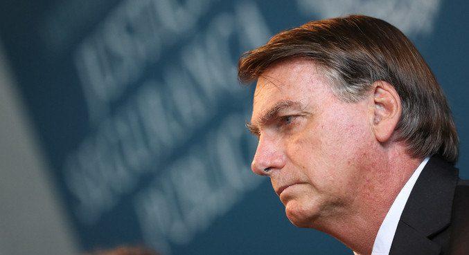 'Se Deus quiser, vou continuar o meu mandato', diz Bolsonaro a apoiadores