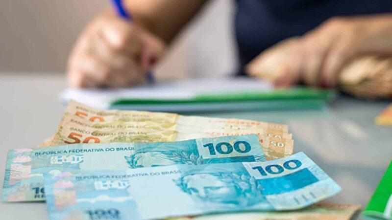 Salário mínimo definido pelo governo não repõe inflação de 2020