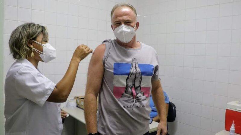 Casagrande recebe 1ª dose da vacina contra Covid-19