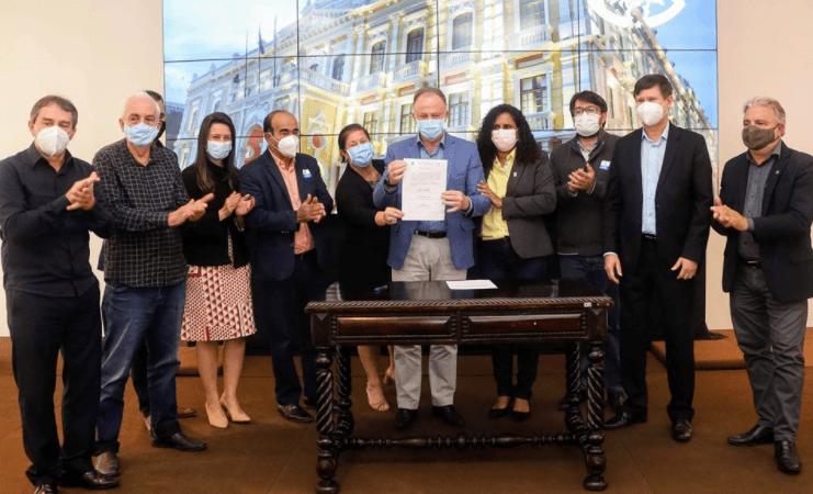 Governo assina termo de construção e reformas dos CRAs, CREAs e de responsabilidade do Projeto Brinquedopraças