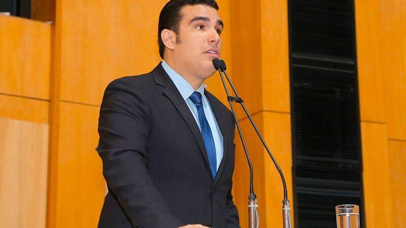 Presidente da Ales apresenta PL que proíbe o 'pare e siga no ES' e critica demora na duplicação da BR 101