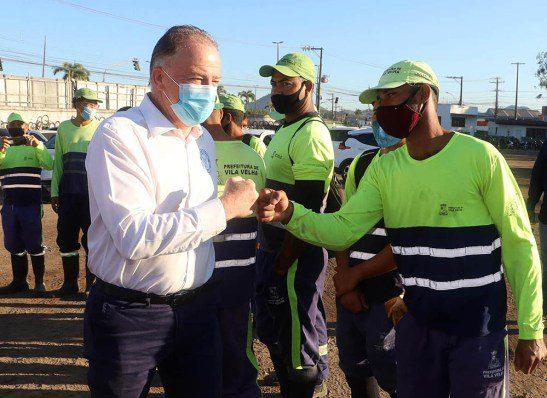 Governo do Estado inicia vacinação de profissionais de limpeza urbana e de resíduos sólidos.